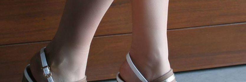 Branco, caramelo e dourado na sandália de salto mais grosso: combinação perfeita!  Ref. 16-11703