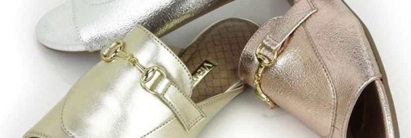 O mule voltou com tudo. Fácil de calçar e com cores incríveis, o modelo é a opção certa para curtir o dia com muito estilo.  Ref. 16-20001