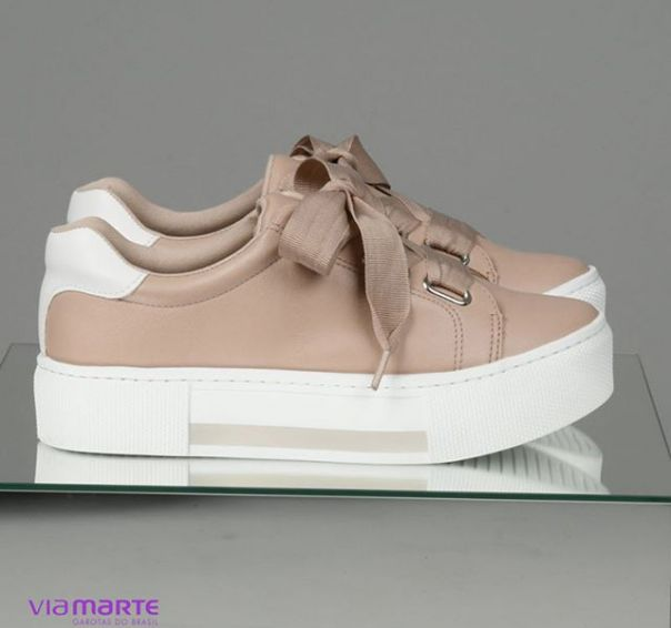 Saltos altíssimos. ? Qual sua sandália favorita? #ViaMarte #NewIn #heels #redshoes #streetstyle #fashion #style #GarotasdoBrasil Ref. 18-19501 | 18-19502