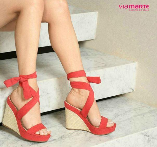 Uma paixão: anabela vermelha. Aposte! ?? #ViaMarte #NewIn #wedge #redshoes #streetstyle #fashion #style #GarotasdoBrasil Ref. 18-19906