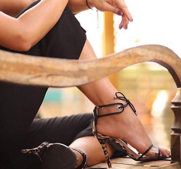 Quem ama moda como a influencer @gabifpinho vai se apaixonar por essa sandália hiper fashion! ?? #fashion #heels #ViaMarte #ootd #style #vidadeblogueira #repost #regram Ref. 18-20910 . . . @gabifpinho E quando duas tendências que venho falando bastante se