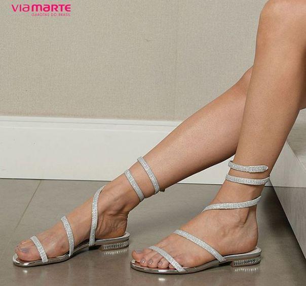 Rasteiras Via Marte: modelos para quem ama brilhar! ?? #sandals #flats #ViaMarte #style #fashion #trend Ref. 18-22307 | Encontre a partir de R$ 99,90
