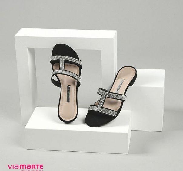 Uma rasteira perfeita para quem ama brilhar. ? #fashion #flat #trend #partyshoes #style Ref. 18-22103 | Encontre a partir de 99,00.