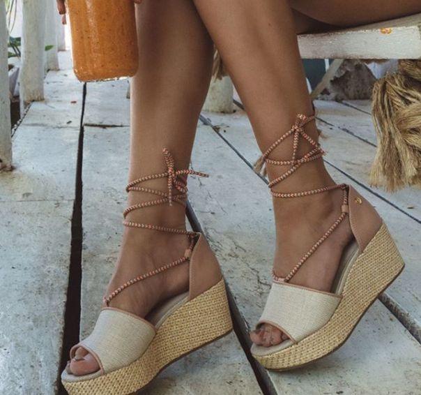 Essa anabela com amarração foi a escolha da @agatha para arrasar! ? As novidades Via Marte são as favoritas das fashionistas. Aposte! #ViaMarte #GarotasdoBrasil #novidades #newin #heels #anabela Ref. 19-10706