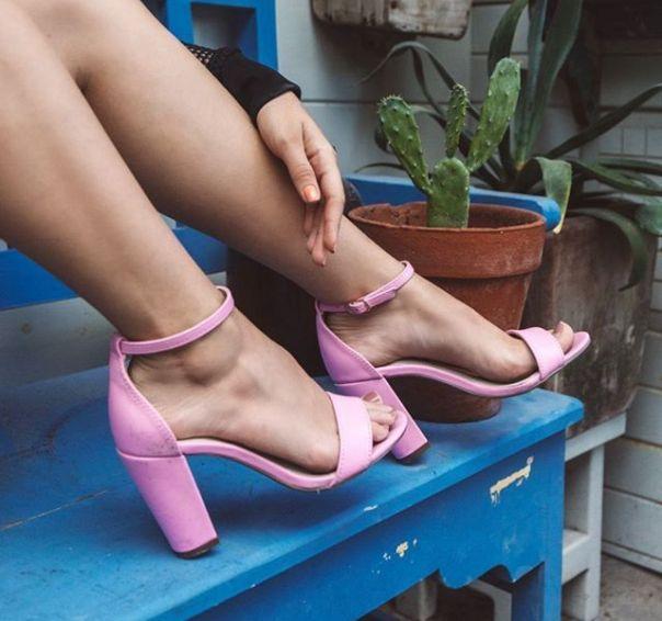 A @agatha arrasou na escolha da sandália pink. Como não amar? ?? #ViaMarte #GarotasdoBrasil #novidades #newin #heels #repost #regram #vidadeblogueira Ref. 19-10010