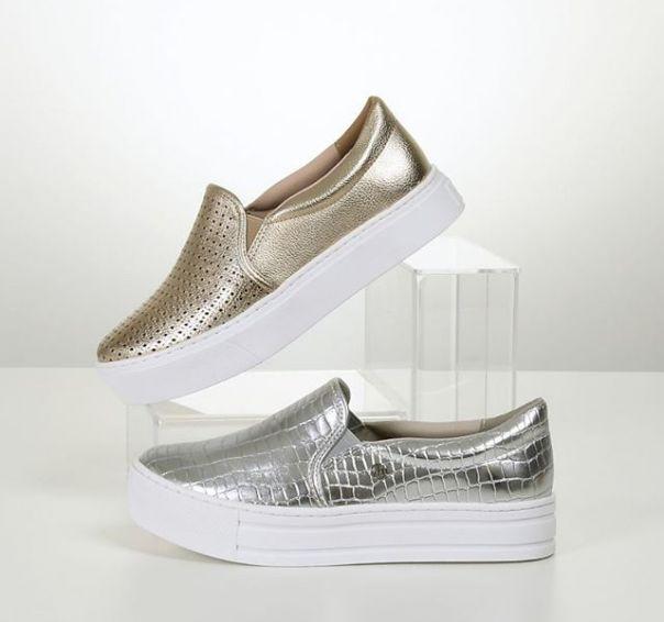 Quem mais ama tons metalizados? Escolha seu slip on favorito JÁ! ? #ViaMarte #summershoes #newin #fashionshoes #casual #slipon #silver #gold Ref. 19-12609 | 19-12592