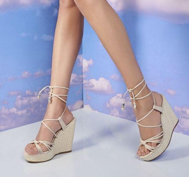 Novidade cheia de estilo para você se amarrar! ? #ViaMarte #summershoes #newin #fashionshoes #heels #sandals #wedges #anabelas Ref. 19-8512