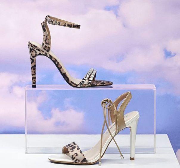 O animal print é o HIT do ano. Qual sua sandália favorita? ? #ViaMarte #summershoes #newin #fashionshoes #heels #sandals #animalprint Ref. 19-18015 | 19-18010