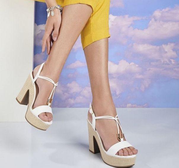 Tons clarinhos e detalhe metalizado em uma sandália que combina com todos os estilos. ? #ViaMarte #summershoes #newin #fashionshoes #heels #sandals Ref. 19-8319