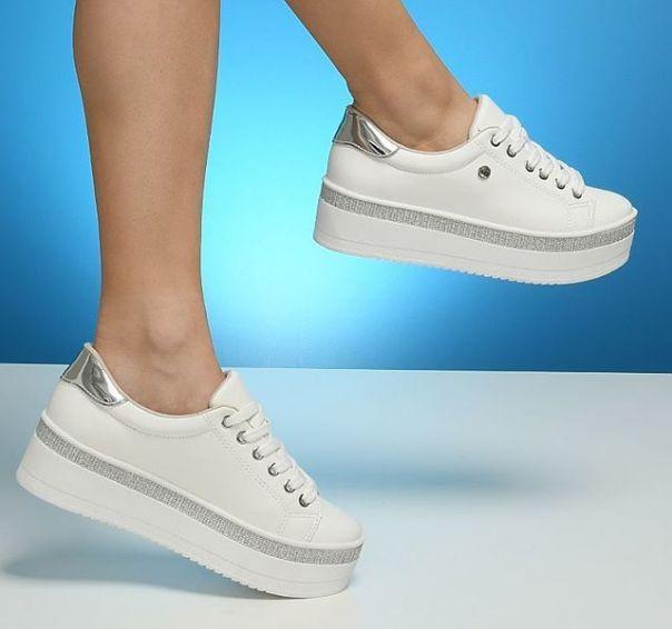 Casual branco com brilho fica bem com tudo. Já tem o seu? ? #ViaMarte #summershoes #newin #fashionshoes #casual #glitter #whiteshoes Ref. 19-14102