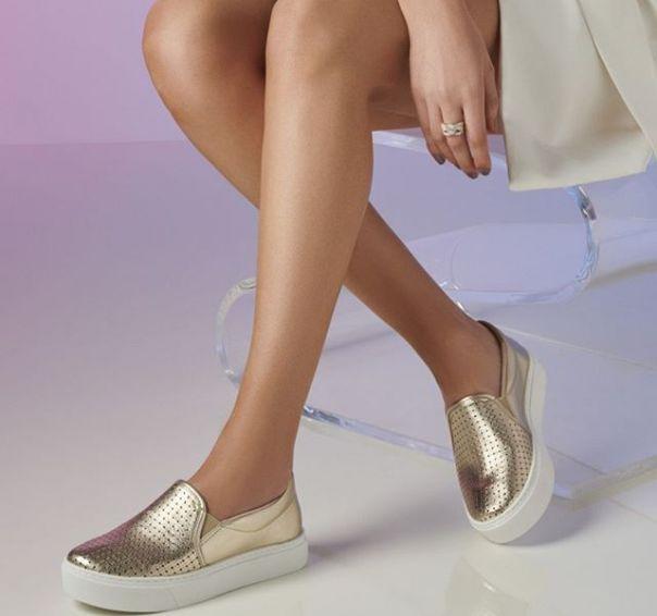 Casual metalizado para quem ama brilho. ?Opção perfeita para festejar com os amigos! #Summer2020 #NewIn #ViaMarte #casual #shine #fashionshoes Ref. 19-12609