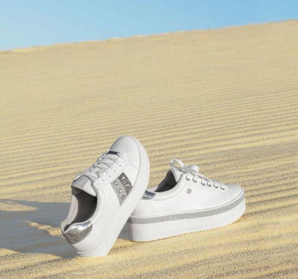 Casuais com brilho. Escolha o seu favorito e brilhe! ? #Summer2020 #NewIn #ViaMarte #casual #fashionshoes Ref. 19-14102 | 19-12606