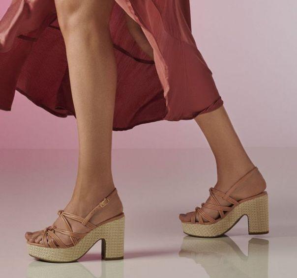 Saltos poderosos, tiras finas e cor versátil: para arrasar nos eventos mais casuais desse final de ano. ? #Summer2020 #NewIn #ViaMarte #heels #sandals #fashionshoes Ref. 19-10302