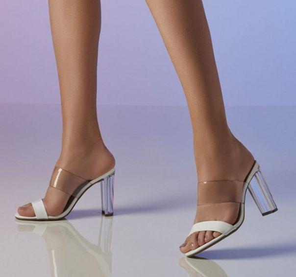 Tamanco com transparências para quem quer um visual superfashion nesse fim de ano. ? #Summer2020 #NewIn #ViaMarte #heels #fashionshoes Ref. 19-16366
