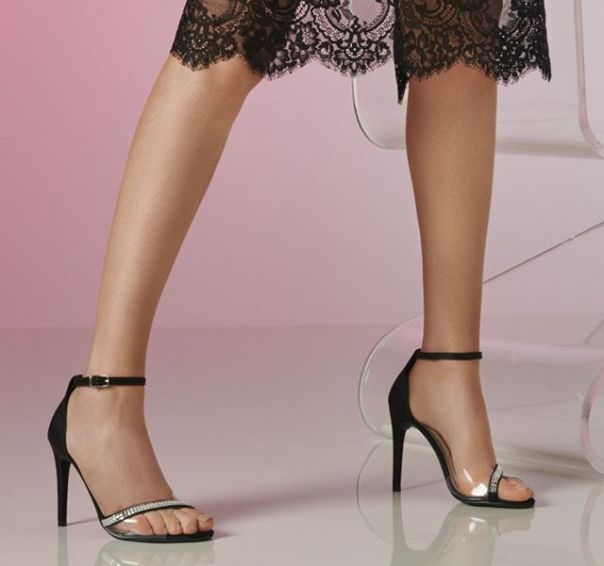 Sandália com transparência, brilho + salto fino: let´s party! ?? #Summer2020 #NewIn #ViaMarte #heels #sandals #fashionshoes Ref. 19-18016
