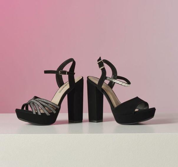 Duas opções para já ir pensando nos looks das festas de final de ano. Escolha a sua queridinha! ? #Summer2020 #NewIn #ViaMarte #heels #sandals #fashionshoes Ref. 19-20002 | 19-20001