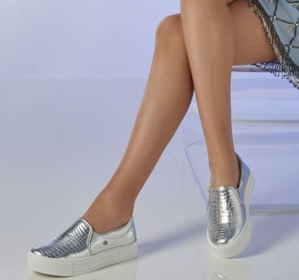 Aposte nesse casual metalizado para brilhar em todos os momentos. ? #Summer2020 #ViaMarte #casual #shine #fashionshoes Ref. 19-18468