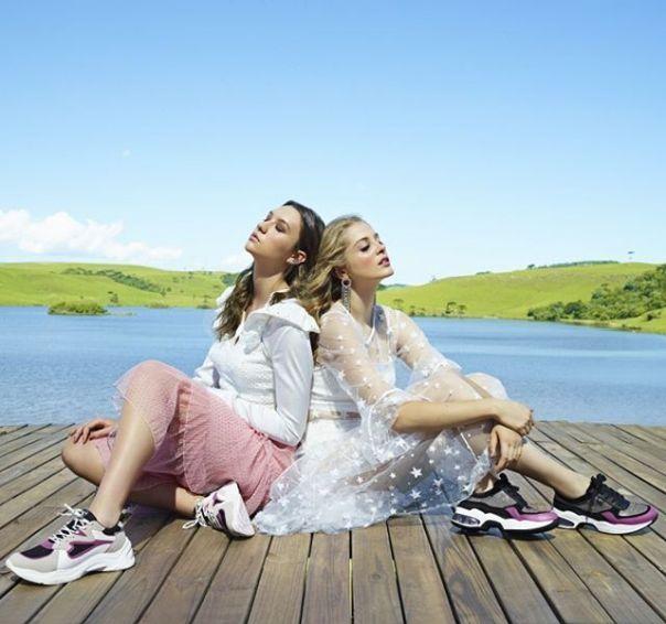 Duas versões com detalhes em rosa para você escolher e tem muito mais em nosso novo site. Acesse e apaixone-se pelos lançamentos da Via Marte! ?? #ViaMarte #casual #fashionshoes #ootd #FashionWinter  #style Ref. 20-206   20-7701