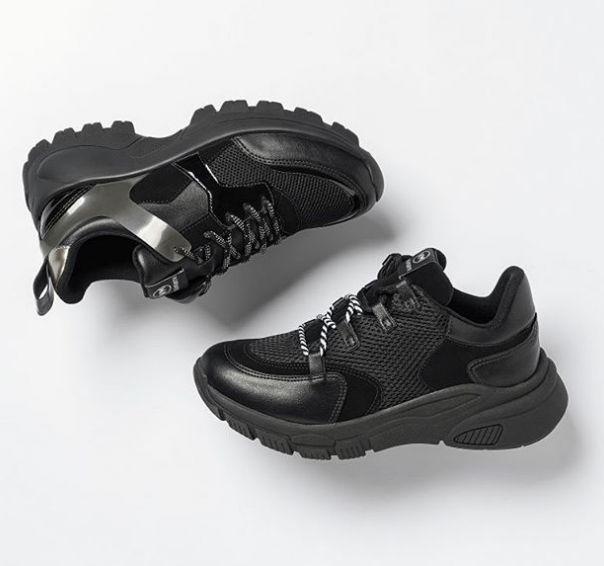 Total black! Duas opções para quem quer arrasar nesse Carnaval! ?? #ViaMarte #casual #fashionshoes #style #trend #NewIn Ref. 20-7682 I 20-6943